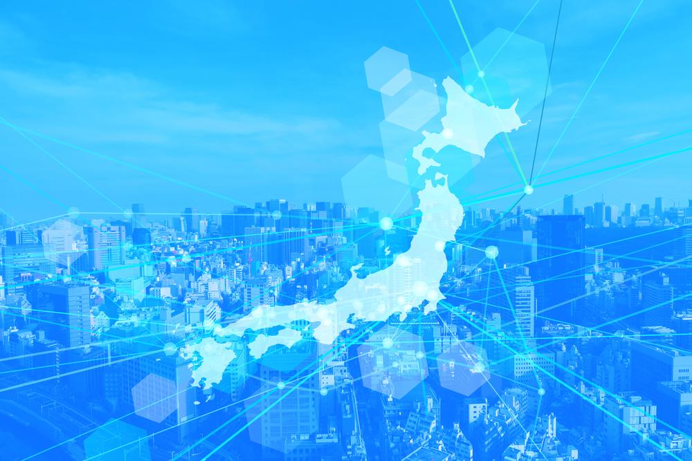 都会の風景を背にした日本地図